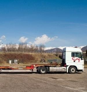 Automezzo per trasporto macchinari pesanti