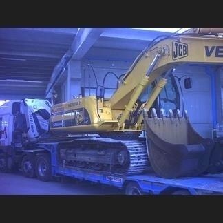 Trasporto escavatori con autocarro