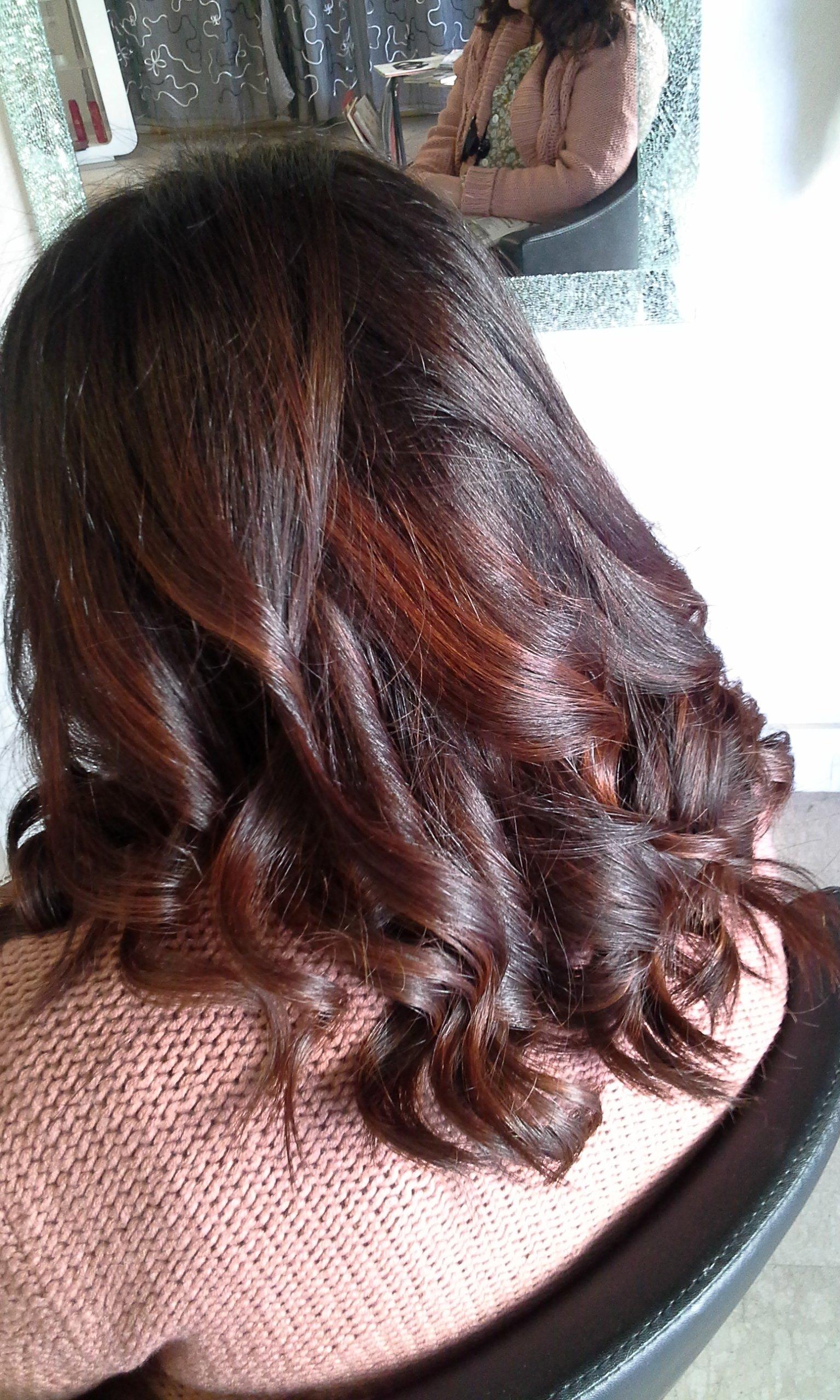 capelli castani con riflessi rossi