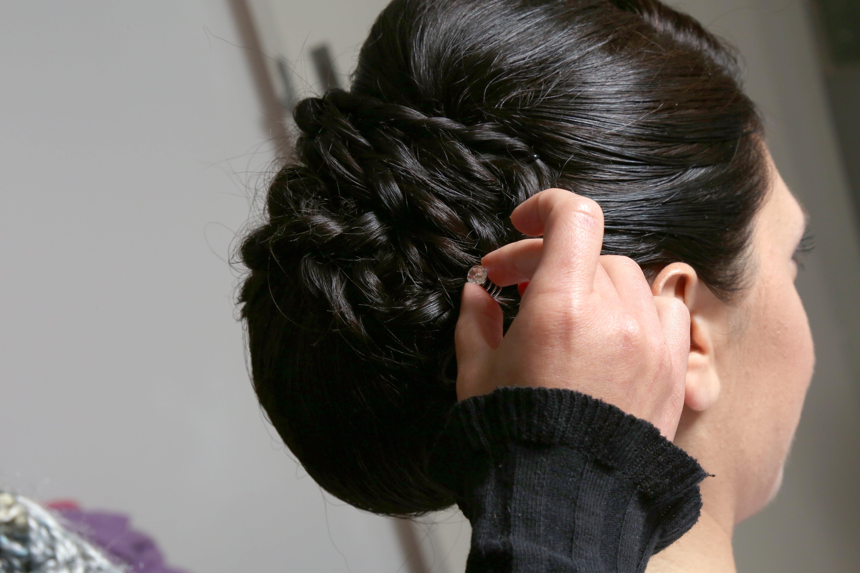 capelli corvini raccolti