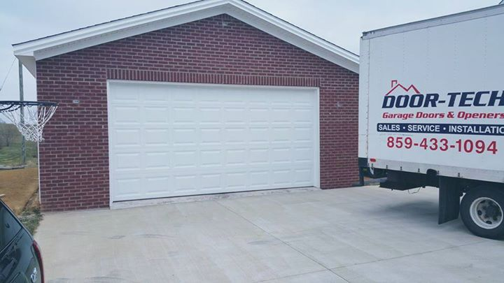 Doorlink 16' x 7' garage door image