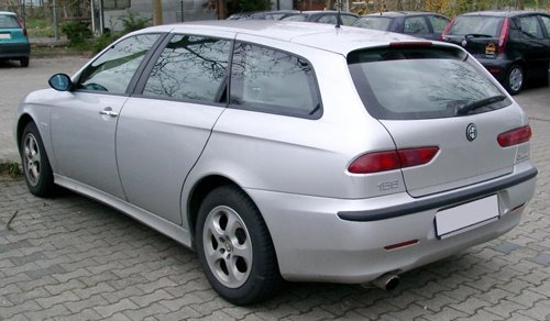 auto grigia parcheggiata