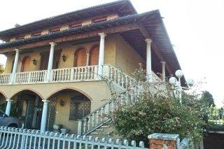 villa ampia