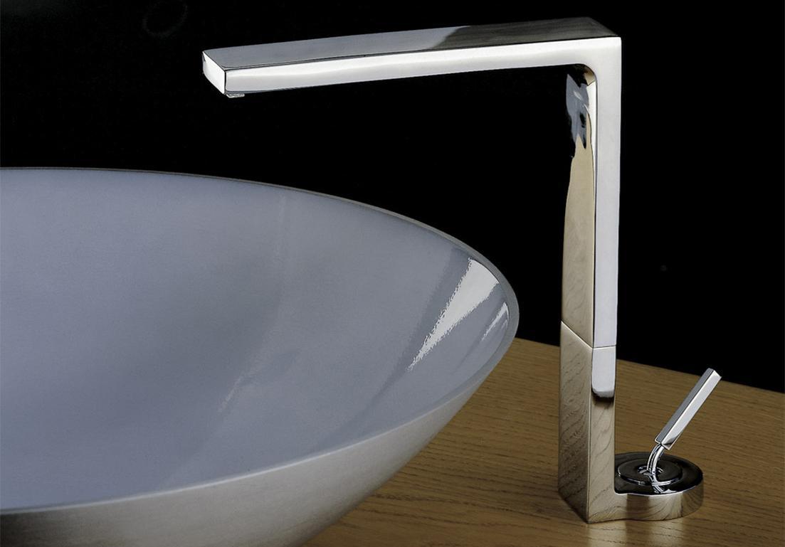 rubinetto di design angolare