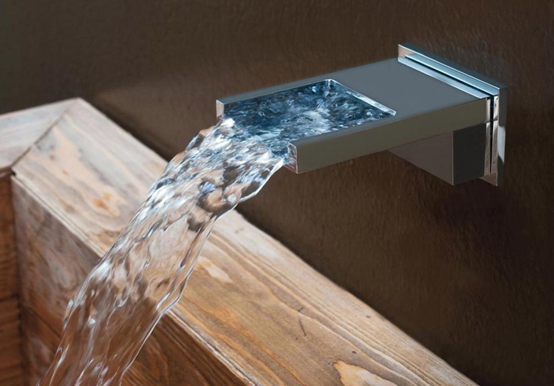 lavandino con sistema d'erogazione a fontana