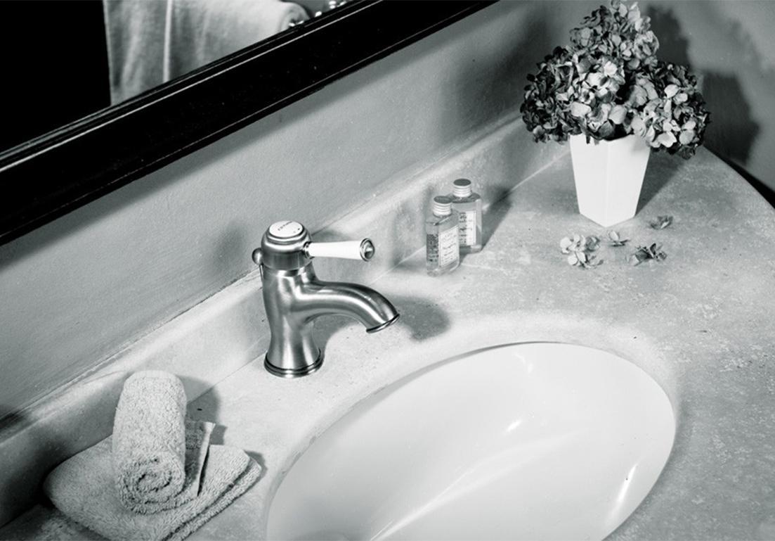 rubinetto in stile classico per lavandino