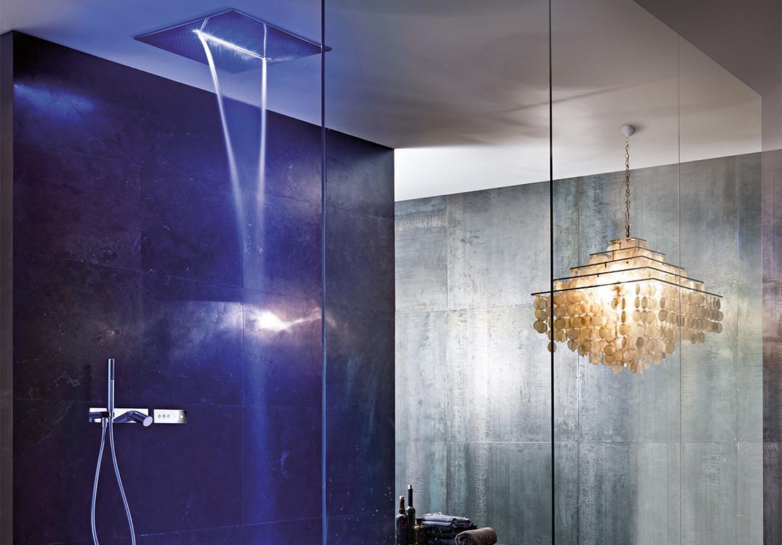 sistema doccia a cascata con luci rilassanti