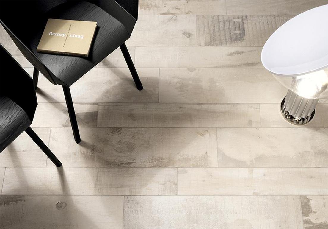 parquet in legno chiaro per soggiorno