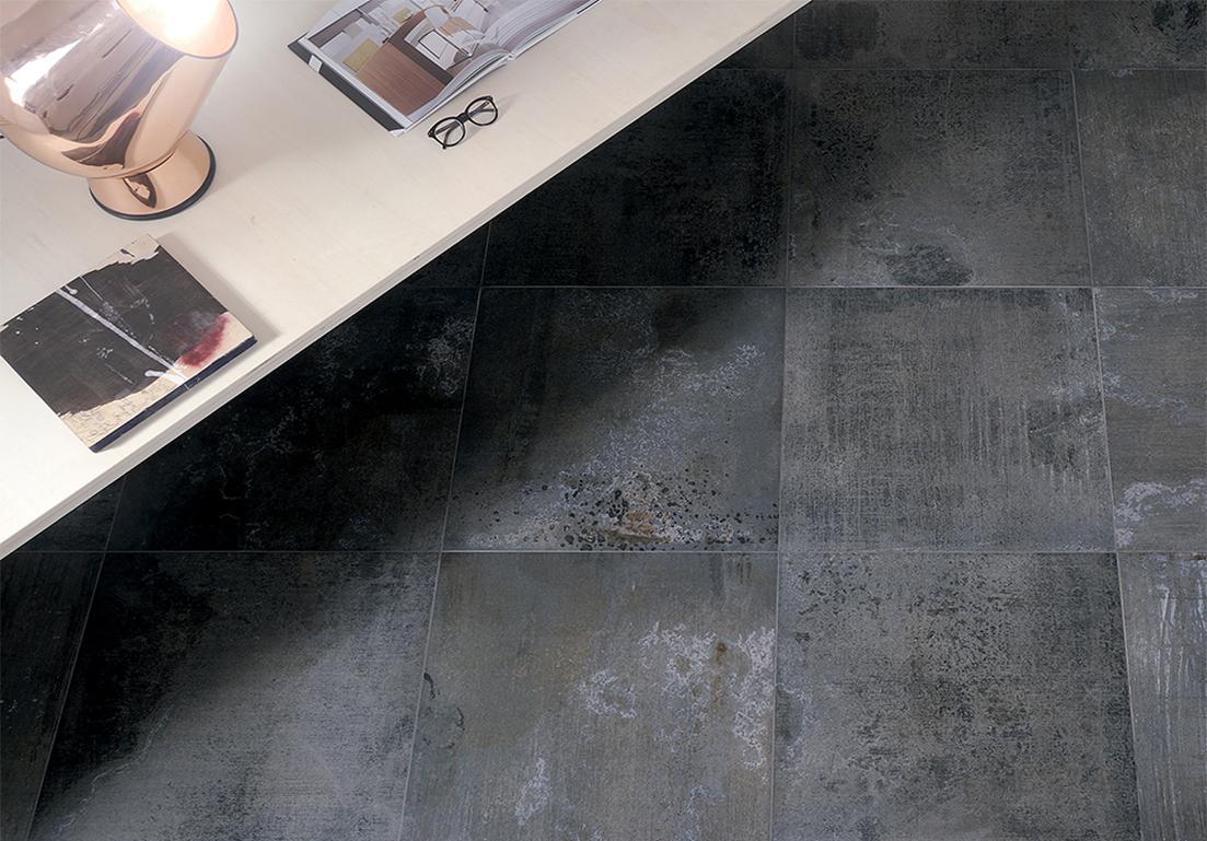 pavimento con piastrelle in granito nero