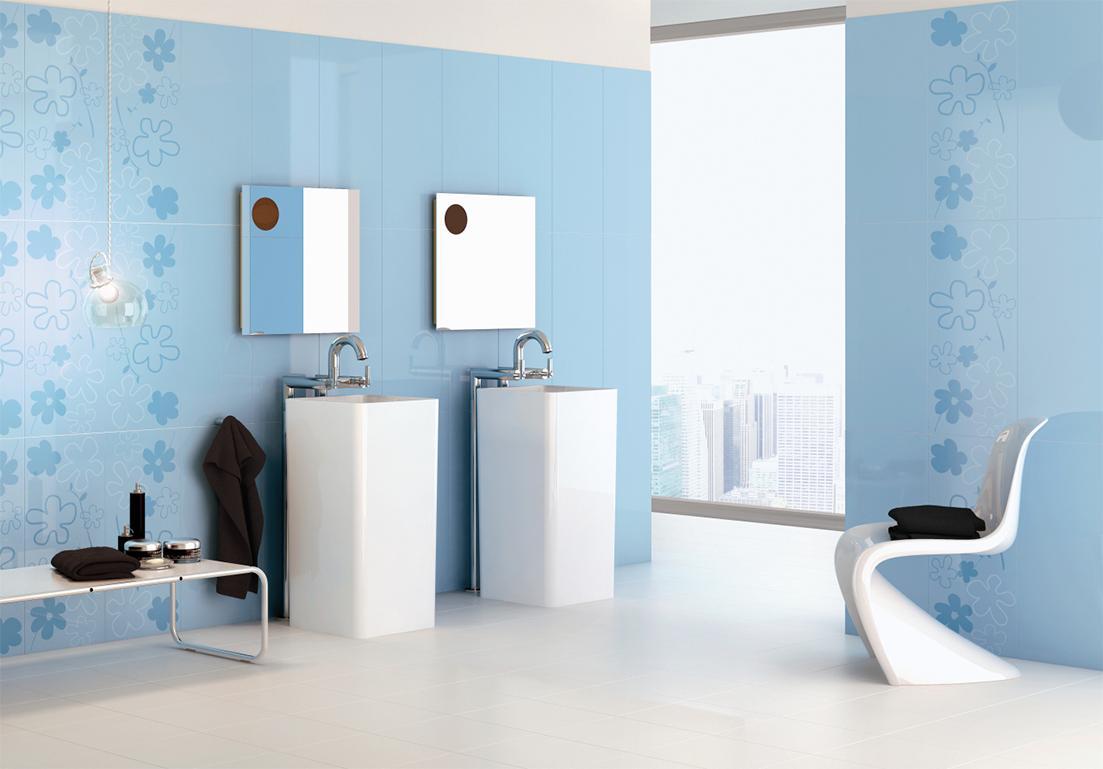 bagno di design con pavimento bianco e pareti azzurre