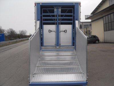 Rampa di accesso al camion di trasporto degli animali