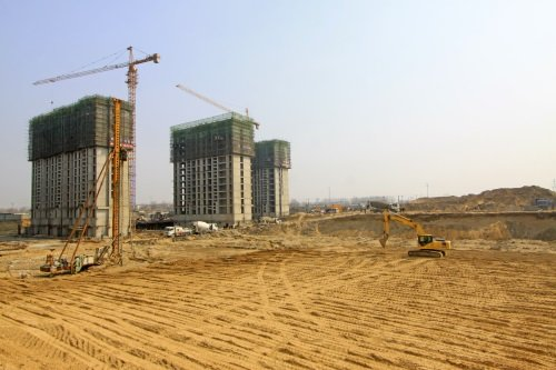 tre edifici in costruzione