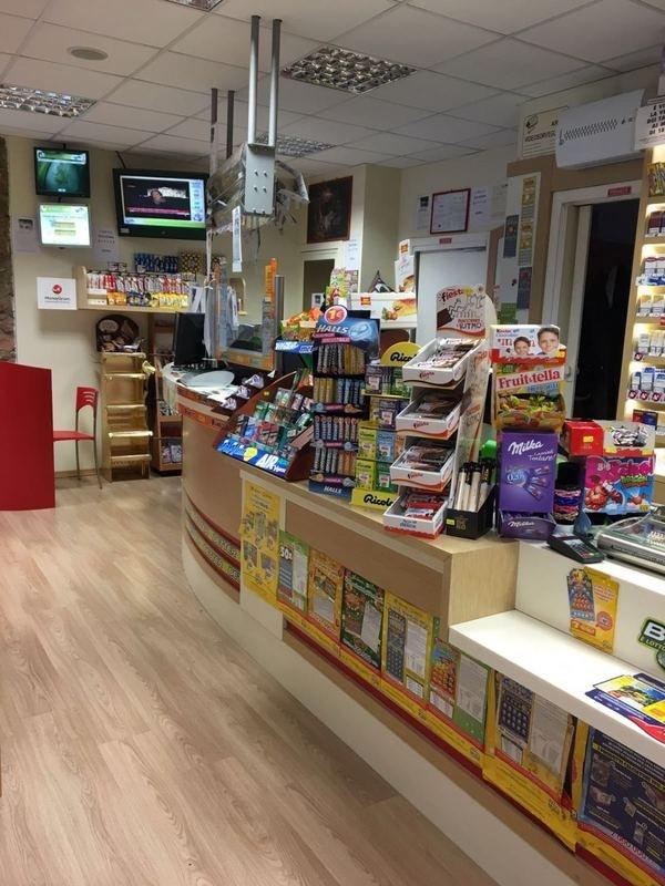 Interno del negozio, dolci e cioccolata