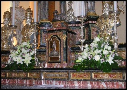 Allestimento altare per matrimonio