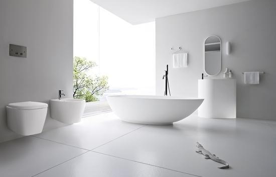 bagno con vasca da bagno