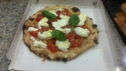 Pizza caprese al piatto