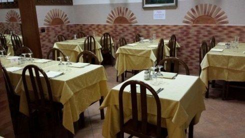 tavoli in pizzeria
