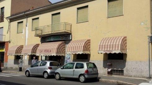 ingresso principale di una pizzeria