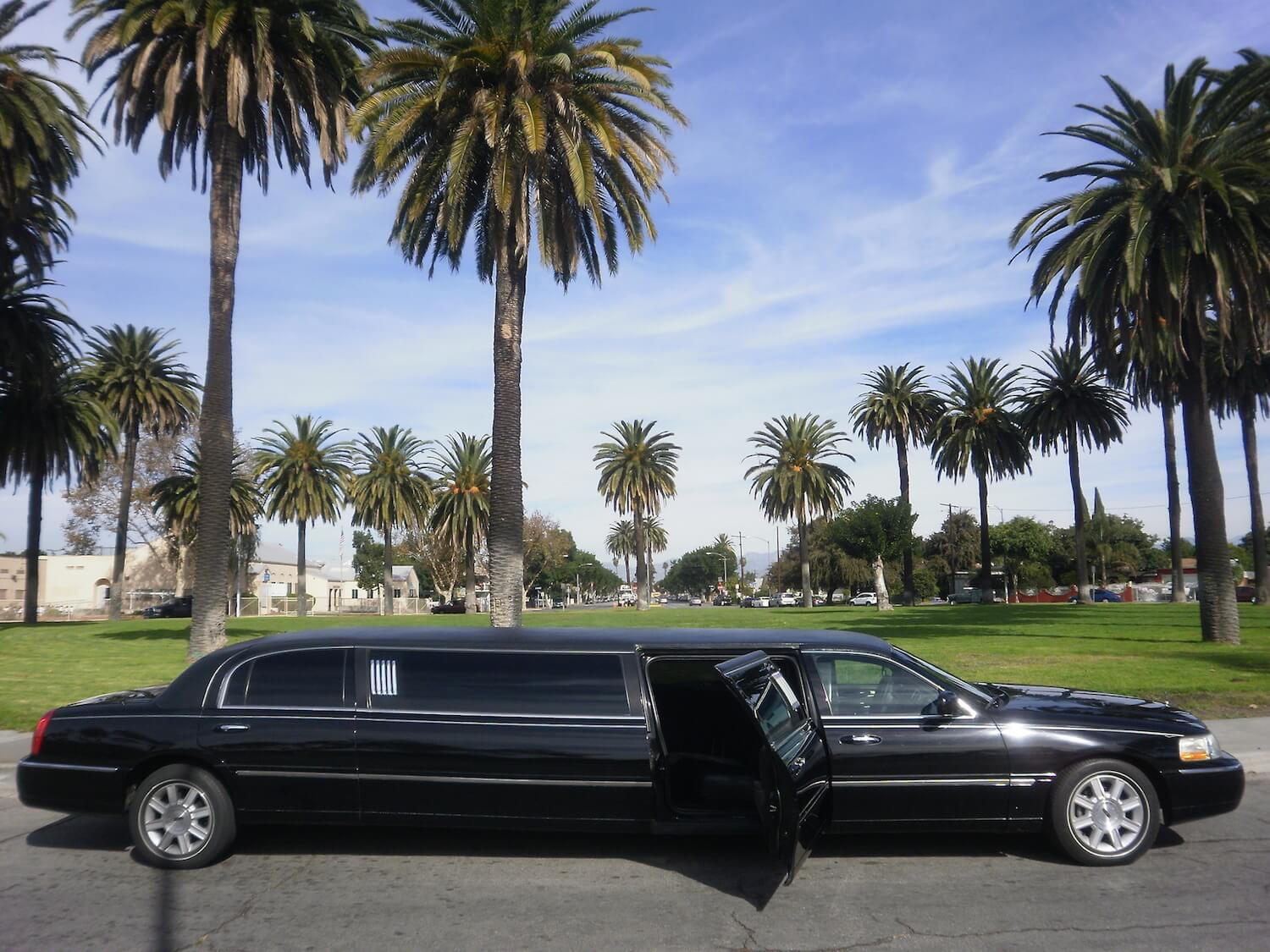 Los Angeles Limo Service Black Lincoln Town Car
