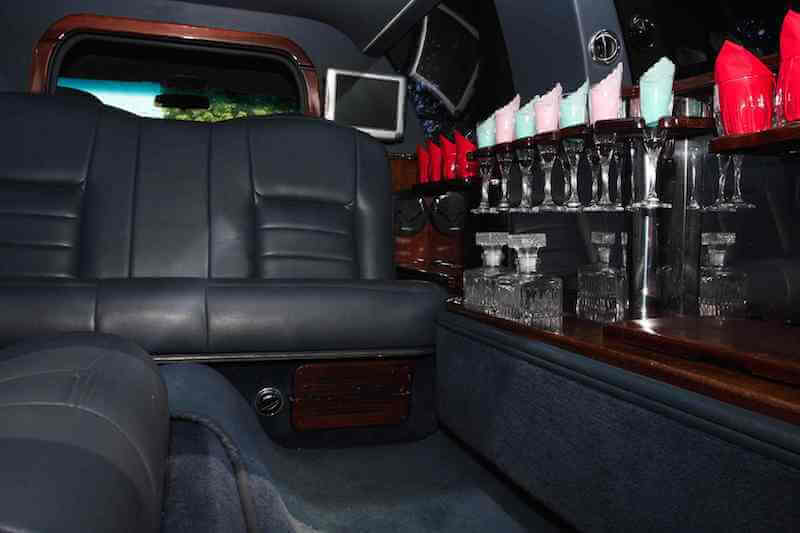 white stretch limo rental los angeles
