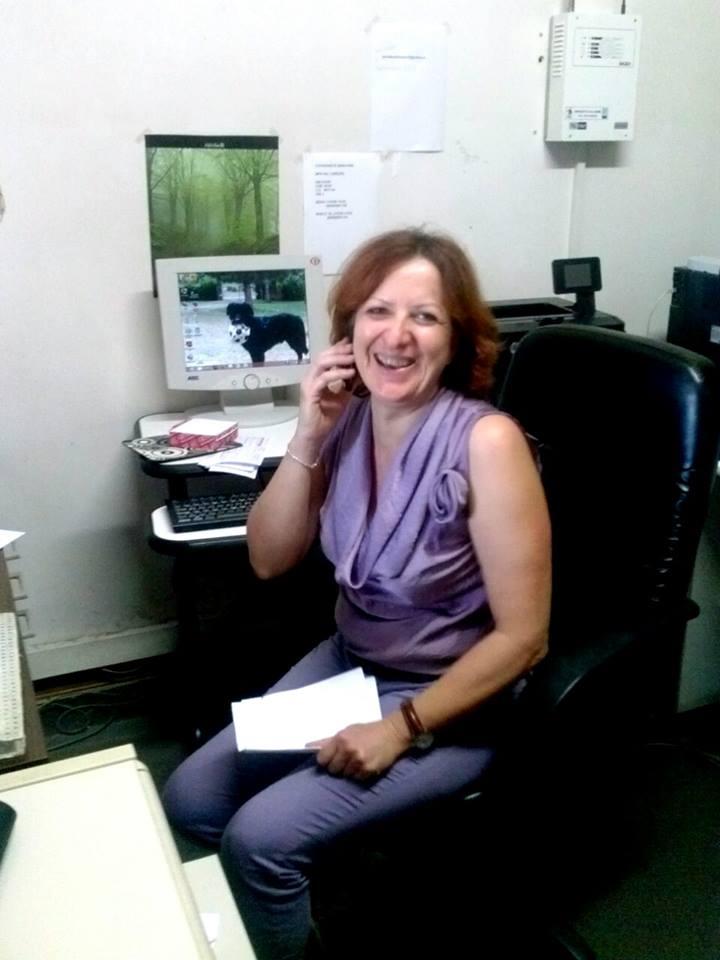 segretaria sorride