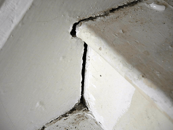 Collapsing staircase