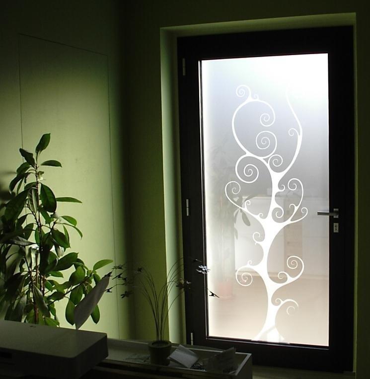 Portoncino con vetro decorato