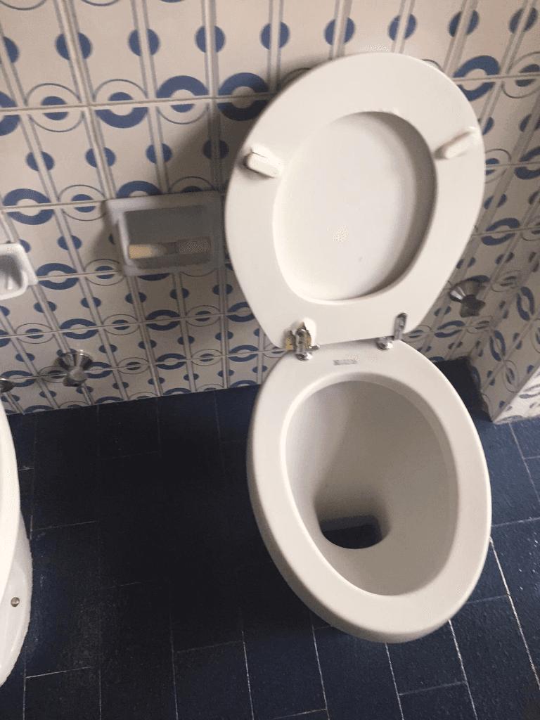 un wc pulito