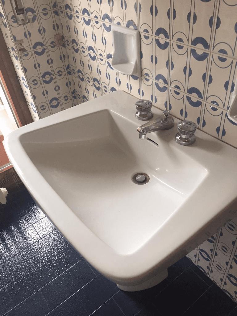 un lavandino pulito