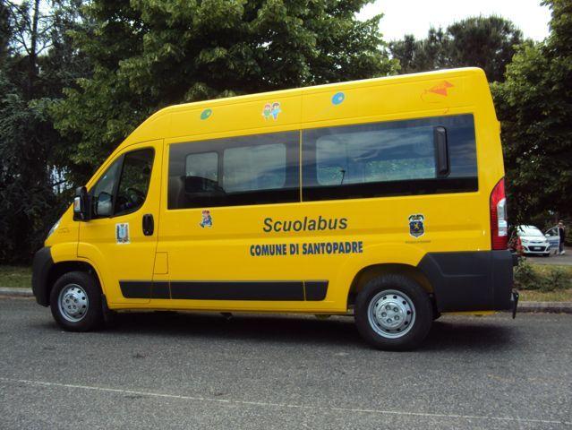 vista laterale di un minibus giallo