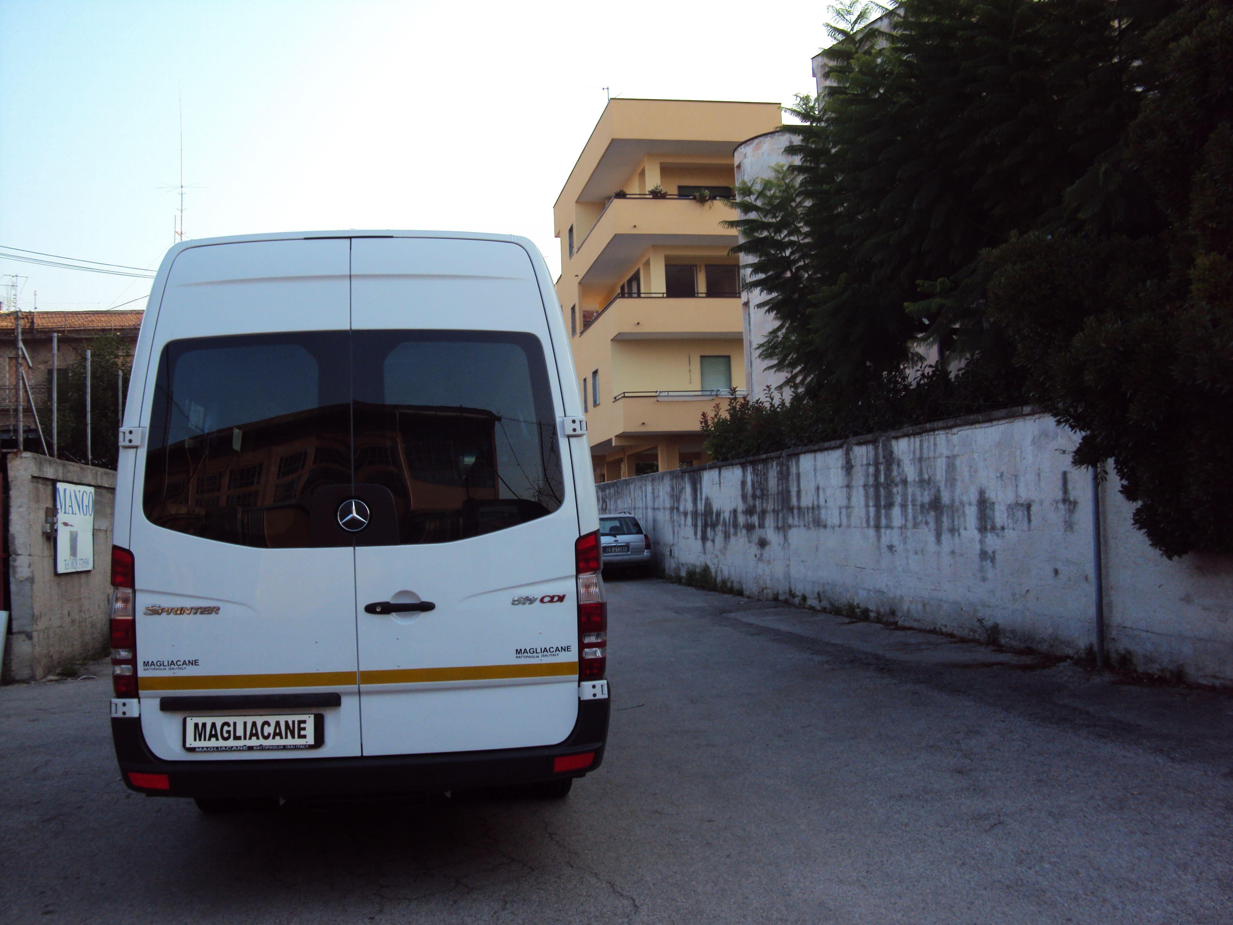 minibus in partenza