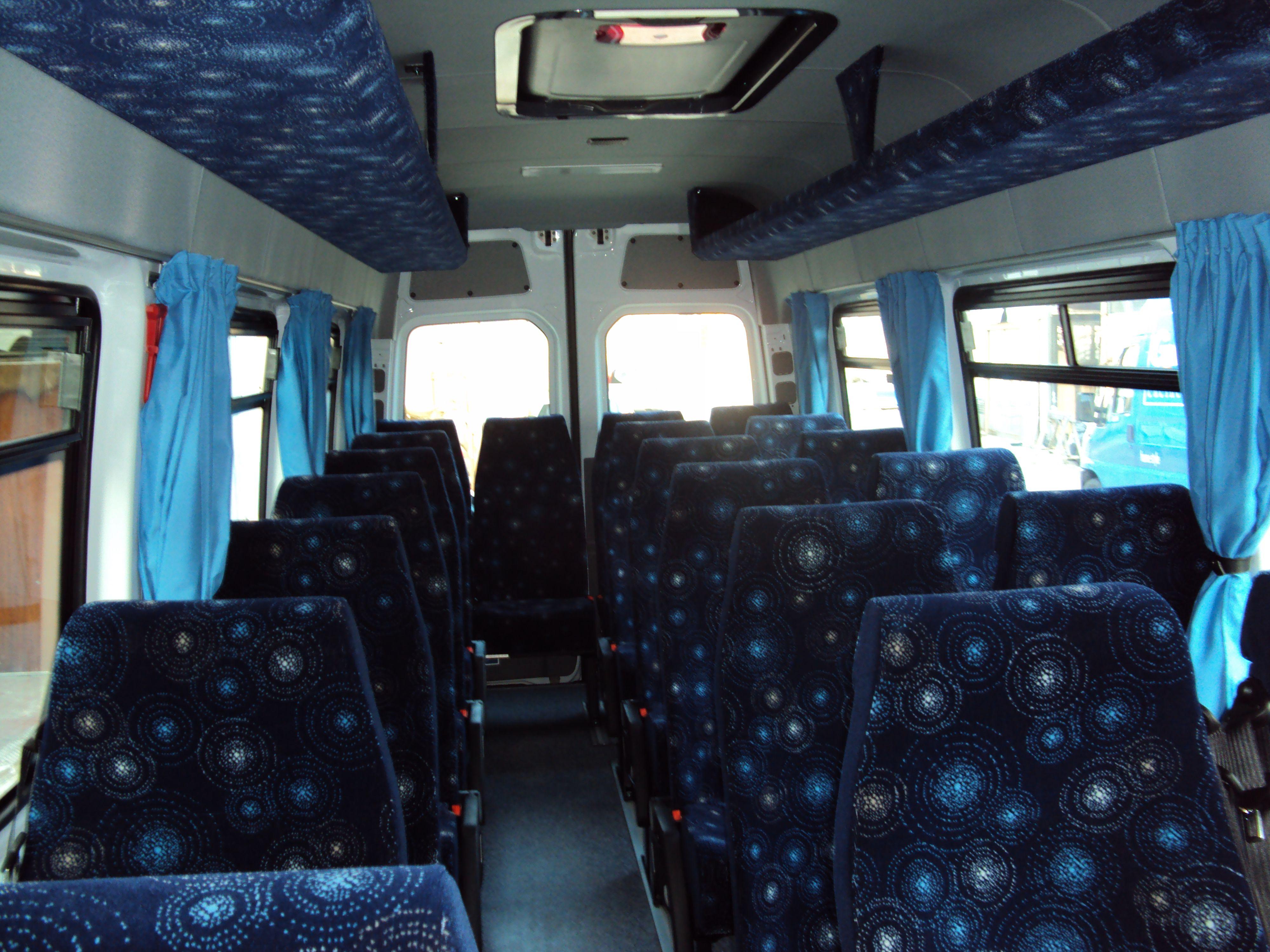 vista di un minibus dall'interno