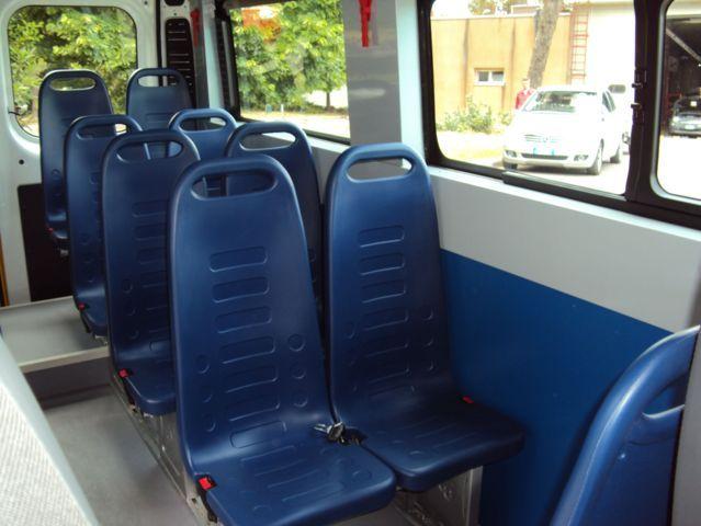 Sedili blu di un minibus