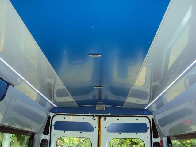 Il tetto di un minibus