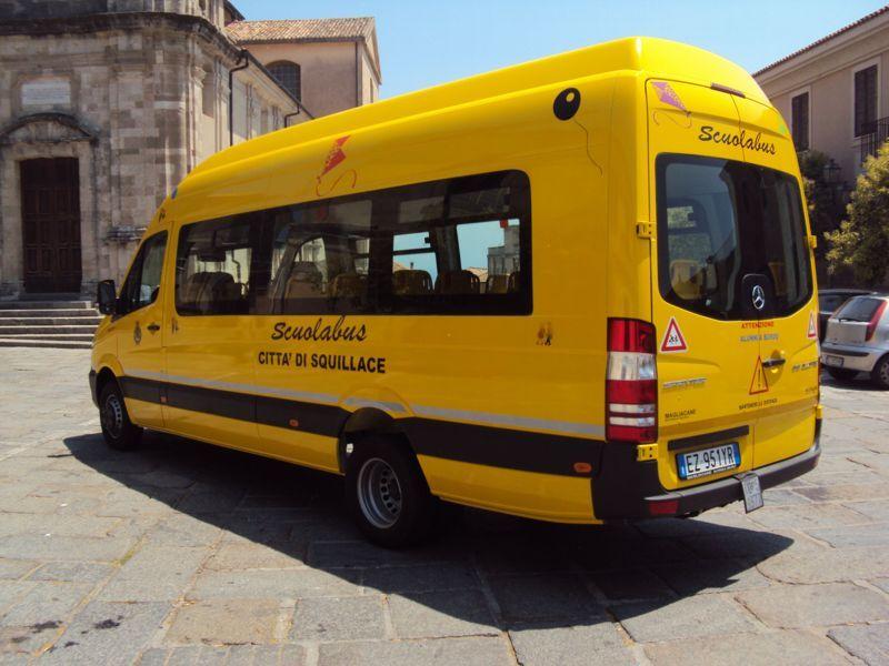 Scuola bus giallo
