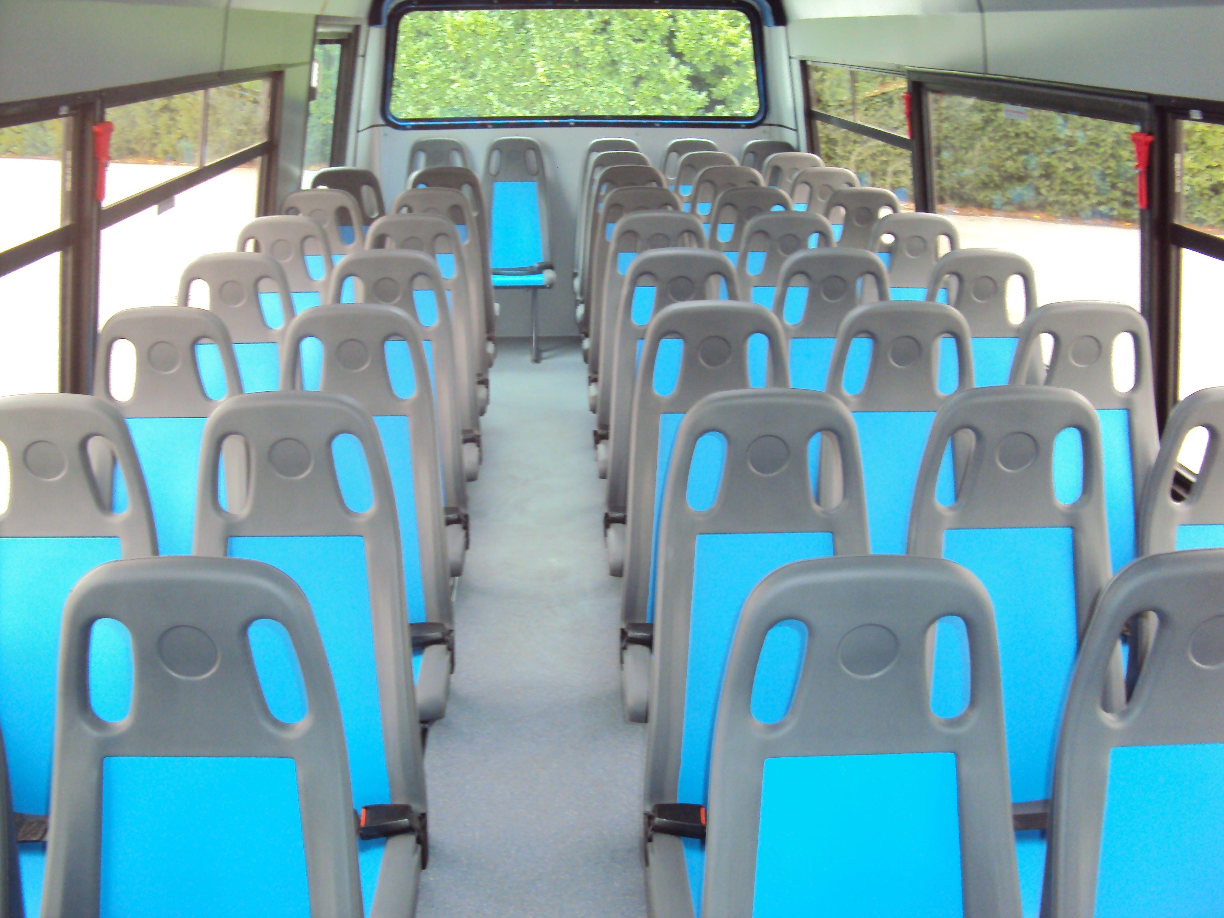 Posti a sedere di un bus vista frontale