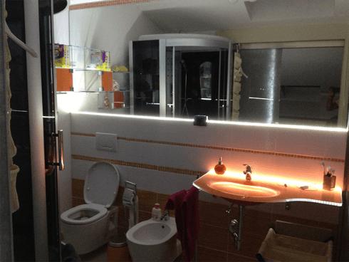 Lavabo in vetro illuminato a led