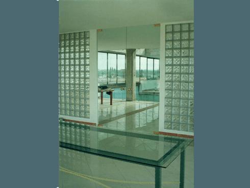 Tavolo e porta in vetro