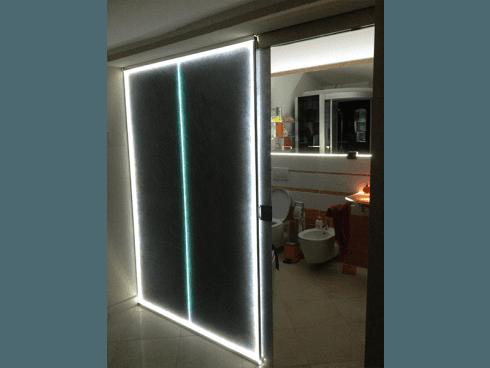 Porta scorrevole illuminata con led