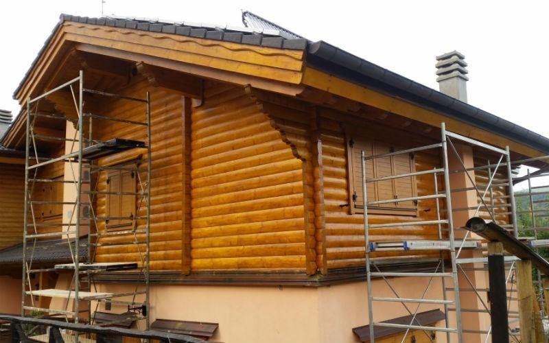 dettaglio ultimo piano palazzina in legno