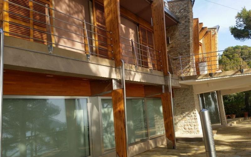 facciata palazzina in legno e pietra