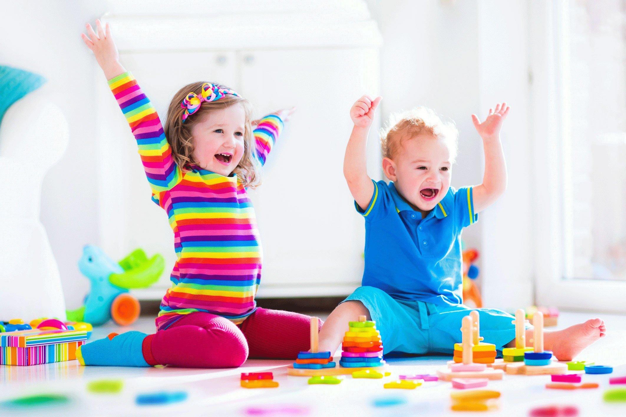 2 kids laughing