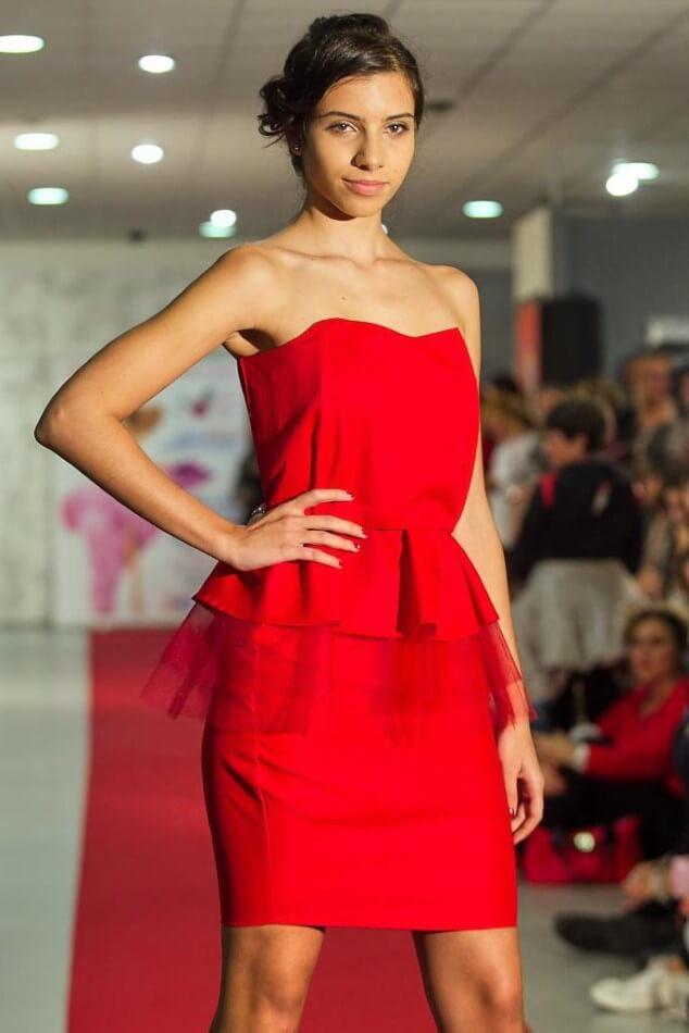 Abito alla moda rosso
