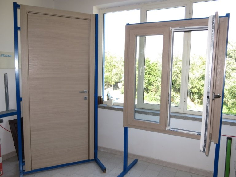 Porta interna moderna Terni finitura legno