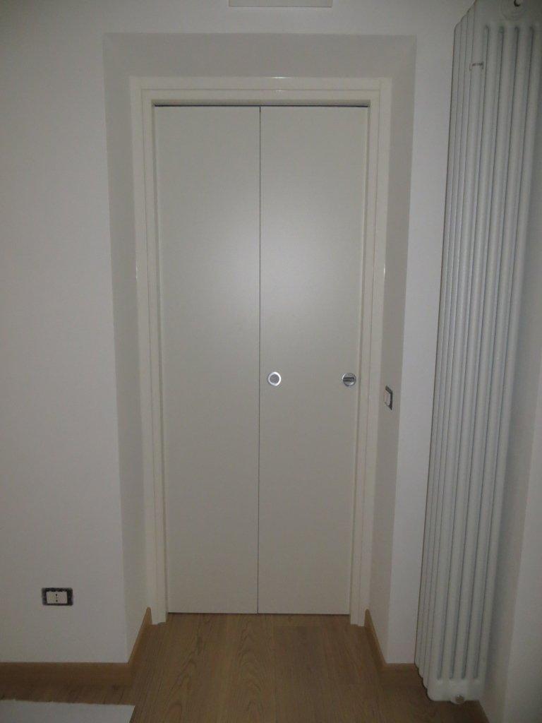 porta in legno laccata bianca