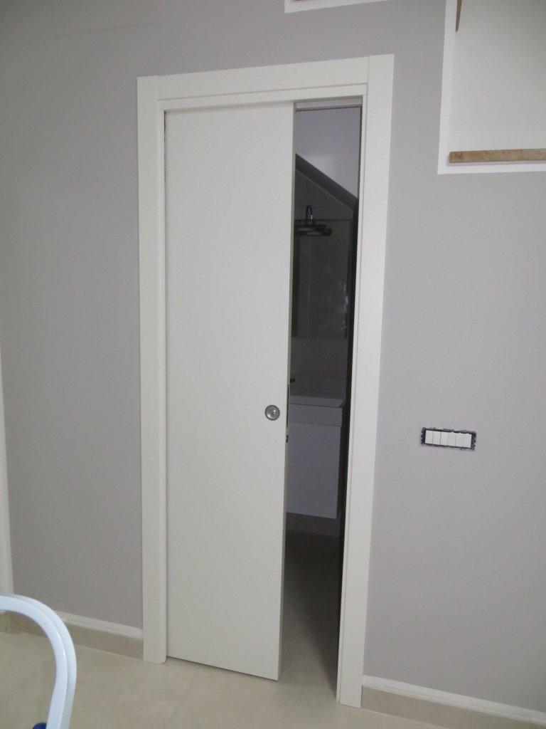 porta interna scorrevole scrigno con venature legno