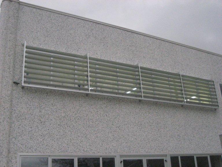 Struttura frangisoole alluminio capannone