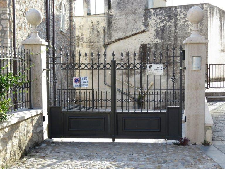 cancello automatico in ferro battuto