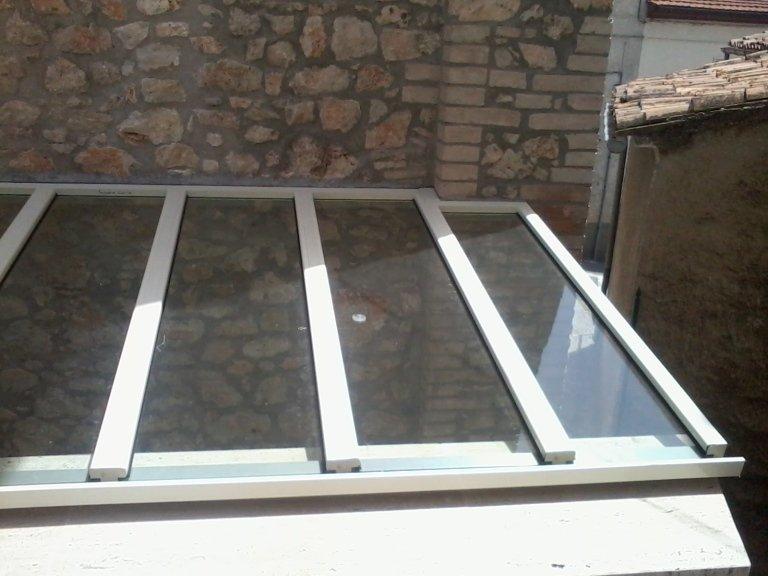 Tettoia in alluminio e vetro