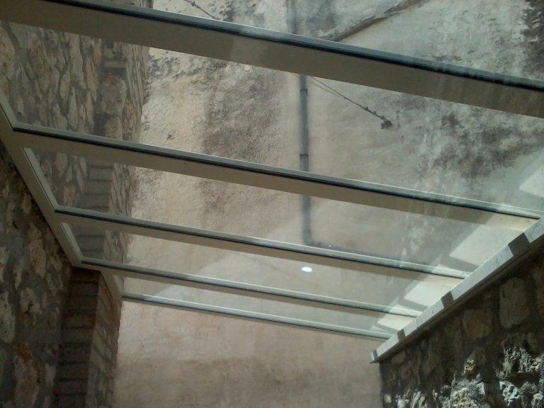 copertura in vetro e alluminio